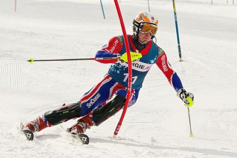 Partikel Dämpfer an kritischen Stellen im Ski dämpfen störende Vibrationen, die durch die wechselnde Geländeform auftreten, weitere Infos: www.floskis.com
