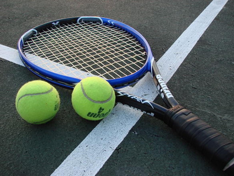 Tennisschläger mit Partikel im Schlägerrahmen,  weitere Infos: www.prokennex.com
