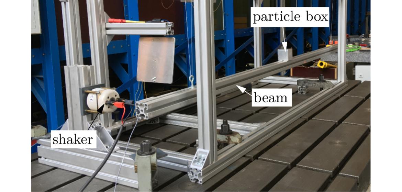 Teststand zur Ermittlung der Dämpfung einer vibrierenden Struktur durch den Partikeldämpfer
